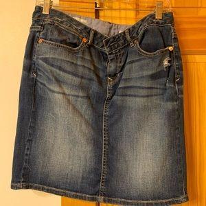 Gap size 8 distressed denim skirt